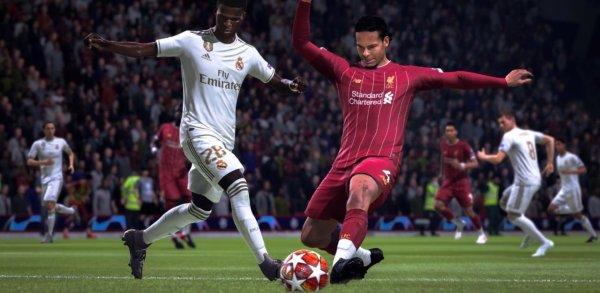 Ne pas hésiter à contenir l'adverssaire pour bien défendre dans FIFA 20